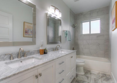 Tampa Home Builders Bathrooms HDshowings 2016123100442500038
